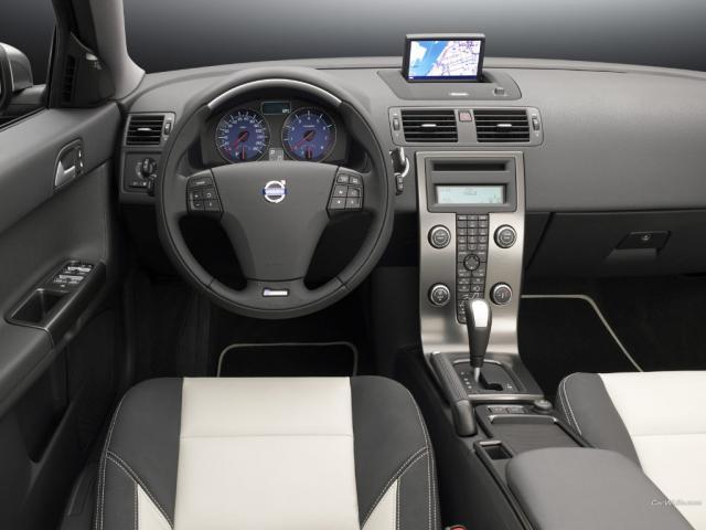 Interior del Volvo V50 modelo 2009   Lista de Carros