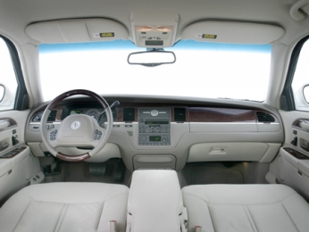 interior del lincoln town car 2009 lista de carros. Black Bedroom Furniture Sets. Home Design Ideas