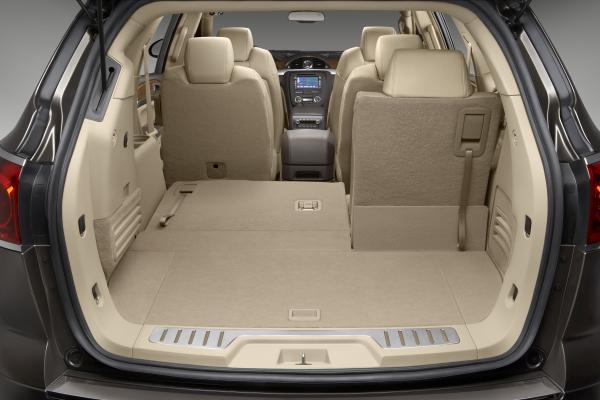 Buick Enclave 2010: es una Crossover de 3 filas de ...