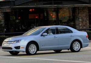 Ford Fusion Hybrid 2010: ficha técnica, rivales y 15 imágenes