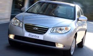 Carro Hyundai Elantra 2010: ficha técnica, 9 imágenes y una larga lista de rivales