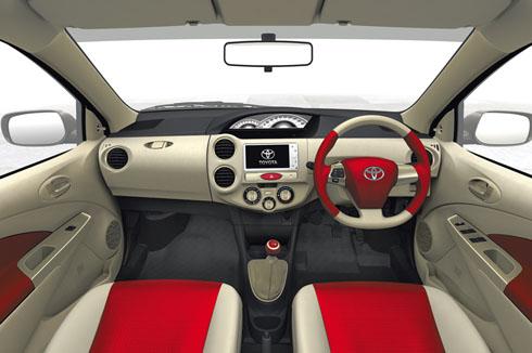 Interior del Toyota Etios (versión europea) | Lista de Carros