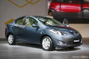 Mazda2 Sedán: precio, ficha técnica y 18 imágenes