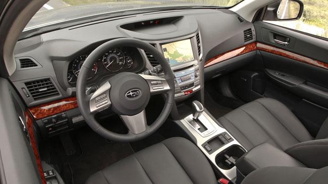 Interior del Subaru Outback 2011 | Lista de Carros