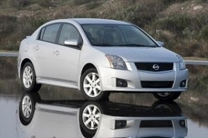 Nissan Sentra 2011: ficha técnica, imágenes y lista de rivales