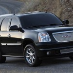 GMC Yukon Denali 2011: Para la seguridad cuenta con frenos antibloqueo (ABS), programa electrnico de estabilidad (ESP), anclaje ISOFIX para asientos infantiles, cmara de visin trasera y 6 bolsas de aire. Su precio para EEUU es de 56.645 dlares.