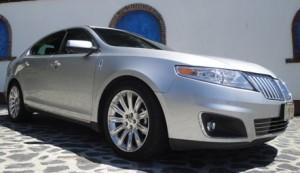 Lincoln MKS 2011: ficha técnica, imágenes y lista de rivales