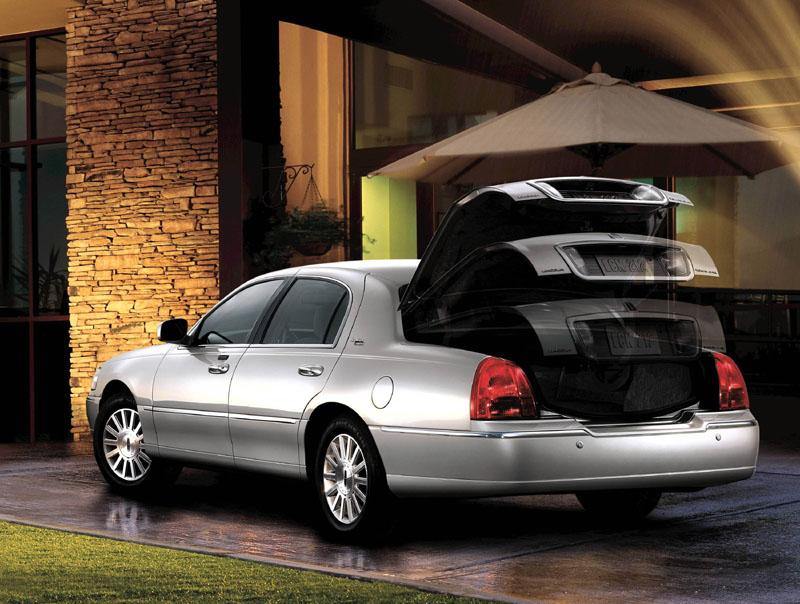 lincoln town car 2011 ficha t cnica im genes y lista de rivales lista de carros. Black Bedroom Furniture Sets. Home Design Ideas