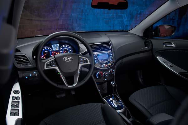 Hyundai Accent Hatchback 2012 Precio Ficha T Cnica Im Genes Y Lista De Rivales Lista De Carros
