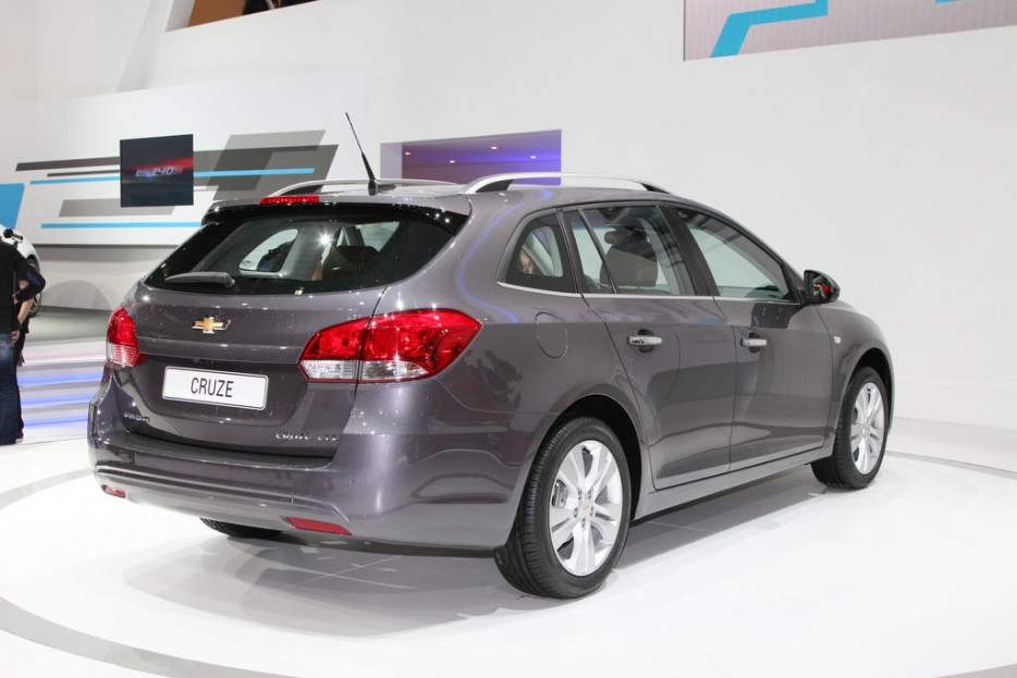 http://www.listadecarros.com/wp-content/uploads/2012/03/Chevrolet-Cruze-Station-Wagon-3.jpg