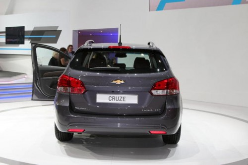 http://www.listadecarros.com/wp-content/uploads/2012/03/Chevrolet-Cruze-Station-Wagon-4.jpg