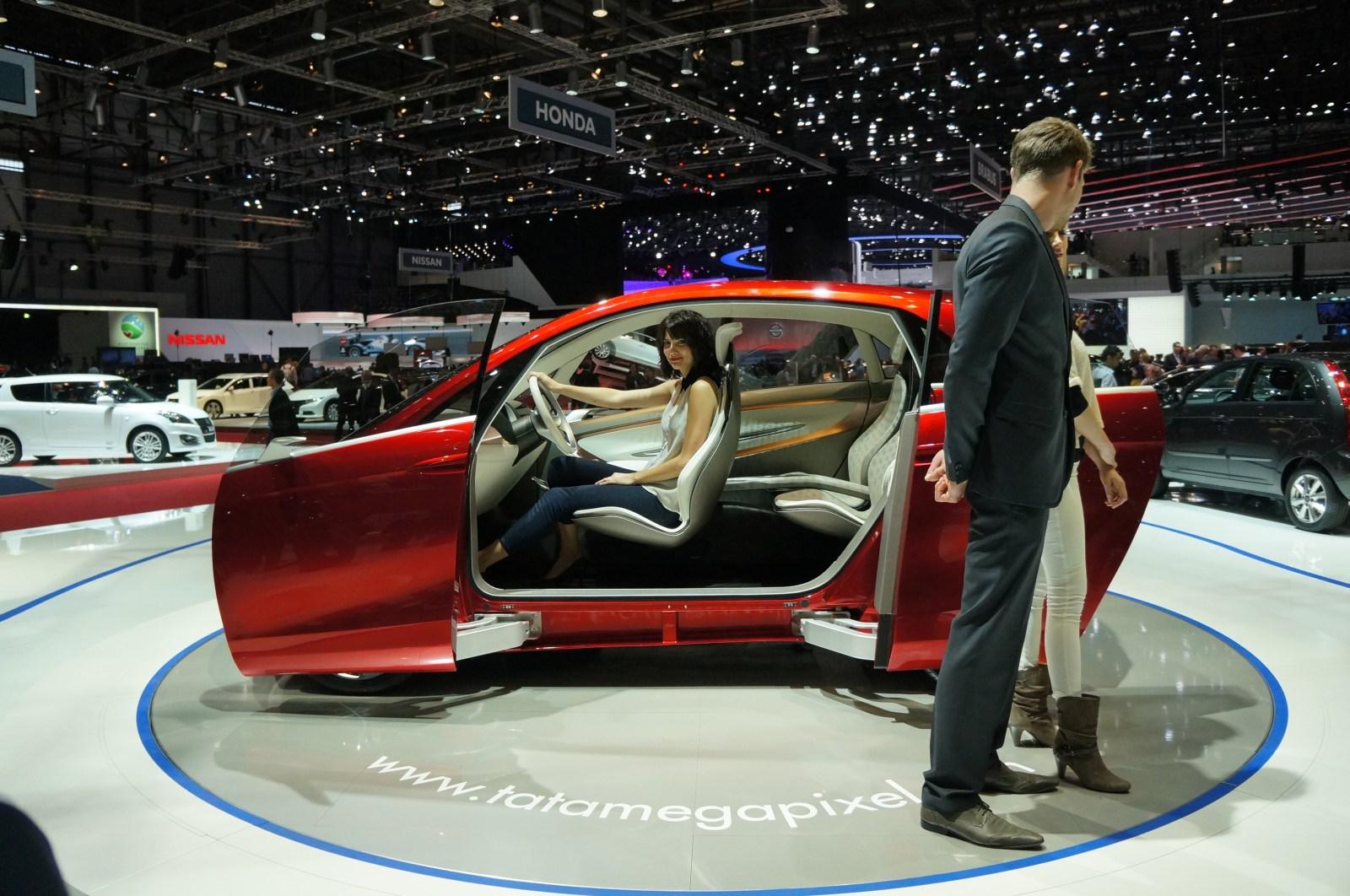 Tata megapixel concept un tata nano h brido lista de carros for Coches con puertas correderas