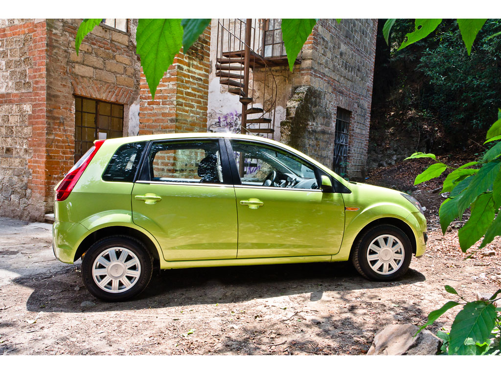 Ford Ikon Hatchback 2012  Precio  Ficha T U00e9cnica  Im U00e1genes