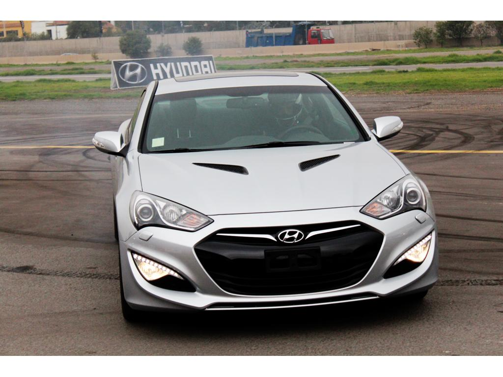 hyundai genesis coupe 2012 precio ficha t cnica im genes y lista de rivales lista de carros. Black Bedroom Furniture Sets. Home Design Ideas