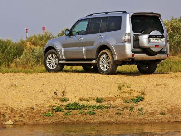 el mitsubishi montero sport es un deportivo utilitario suv basado en una camioneta pickup de la mitsubishi l200 exactamente con capacidad para siete
