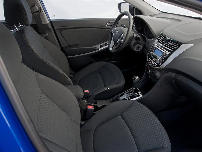 Chrysler Carros Usados >> Imágenes del interior del Dodge Attitude 2012 | Lista de ...