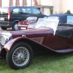 Jaguar SS 100 de 1935: Era un Roadster antecesor del mítico XK120 que venía con un 2,5 litros con dos carburadores SU y 70 caballos en sus comienzos, y con un 3,5 litros de 100 caballos desde 1938 a 1940, año en que finalizaría su fabricación debido a la guerra.