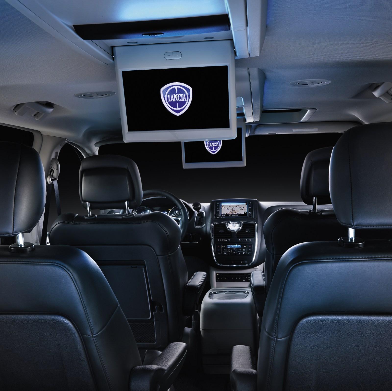 Chrysler Town & Country 2012: Un Carro Ideal Para Salir De