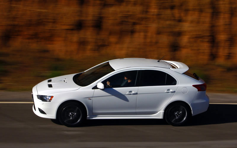 mitsubishi lancer sportback 2012 es un carro de alto. Black Bedroom Furniture Sets. Home Design Ideas