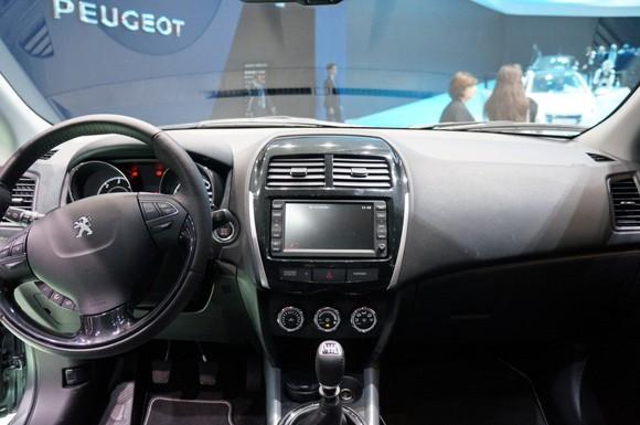 Peugeot 4008 modelo 2012 un crossover con genes japoneses for Interieur 4008 peugeot