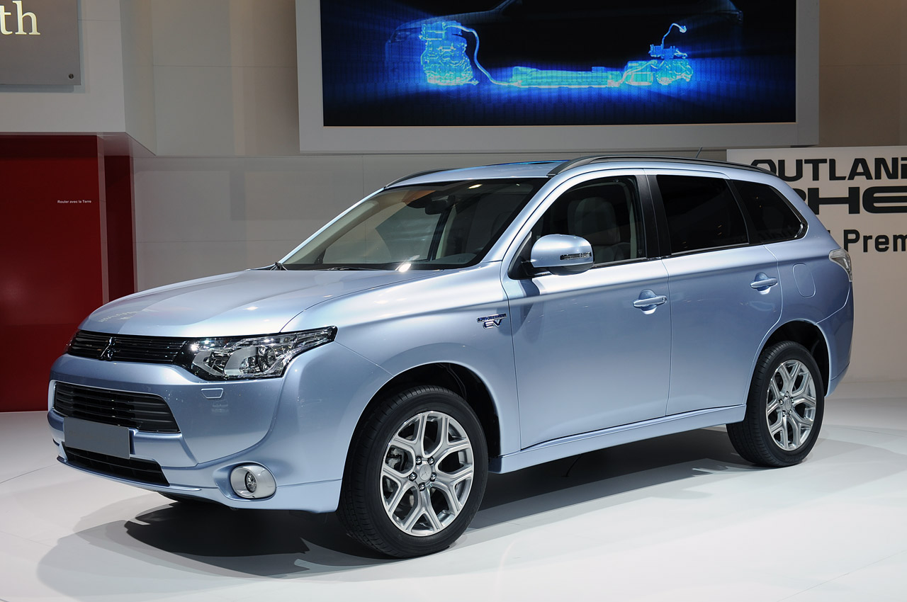 Pin Mitsubishi Outlander Phev on Pinterest