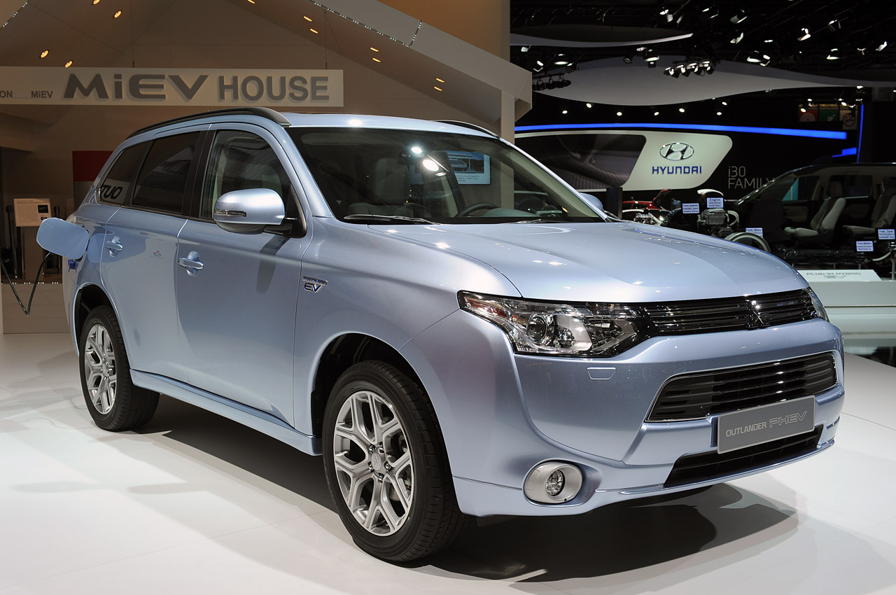 sal n de par s 2012 mitsubishi outlander phev lista de carros. Black Bedroom Furniture Sets. Home Design Ideas