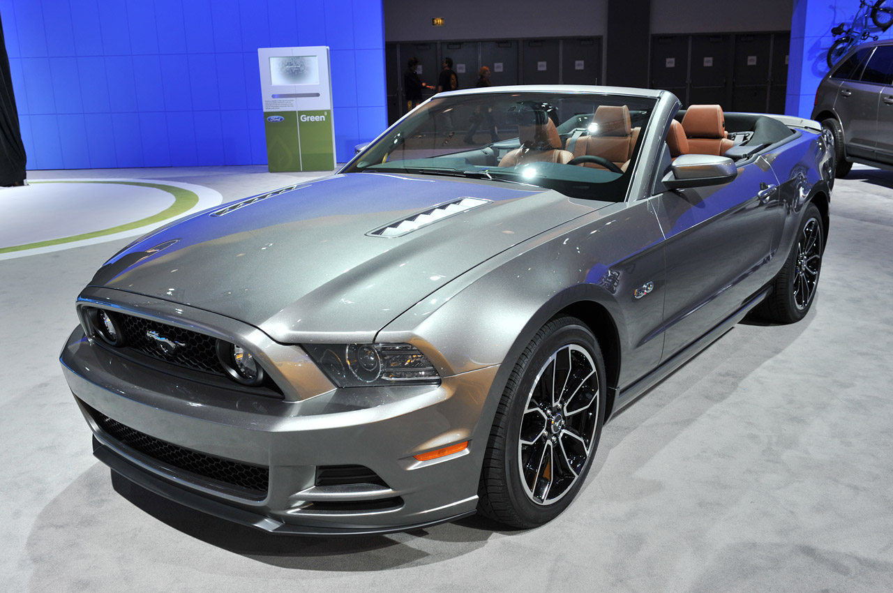 ford mustang convertible 2013 ahora m s atractivo veloz y eficiente lista de carros. Black Bedroom Furniture Sets. Home Design Ideas