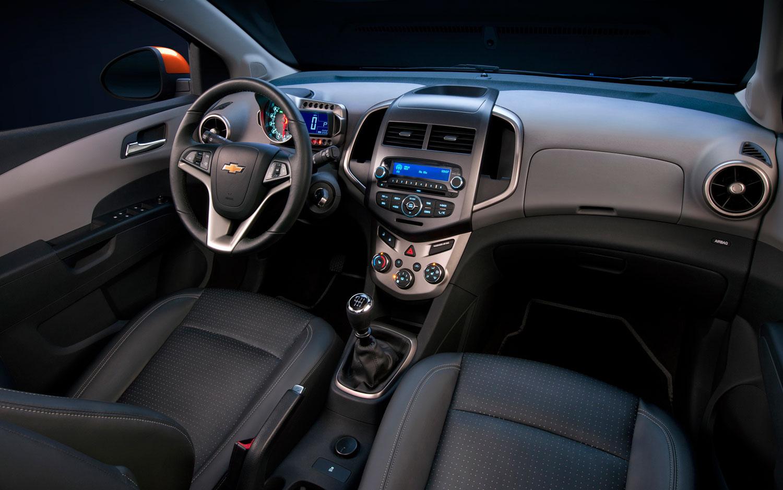 El Chevrolet Aveo Hatchback 2013 mide 3920mm de largo, 1680mm de ancho