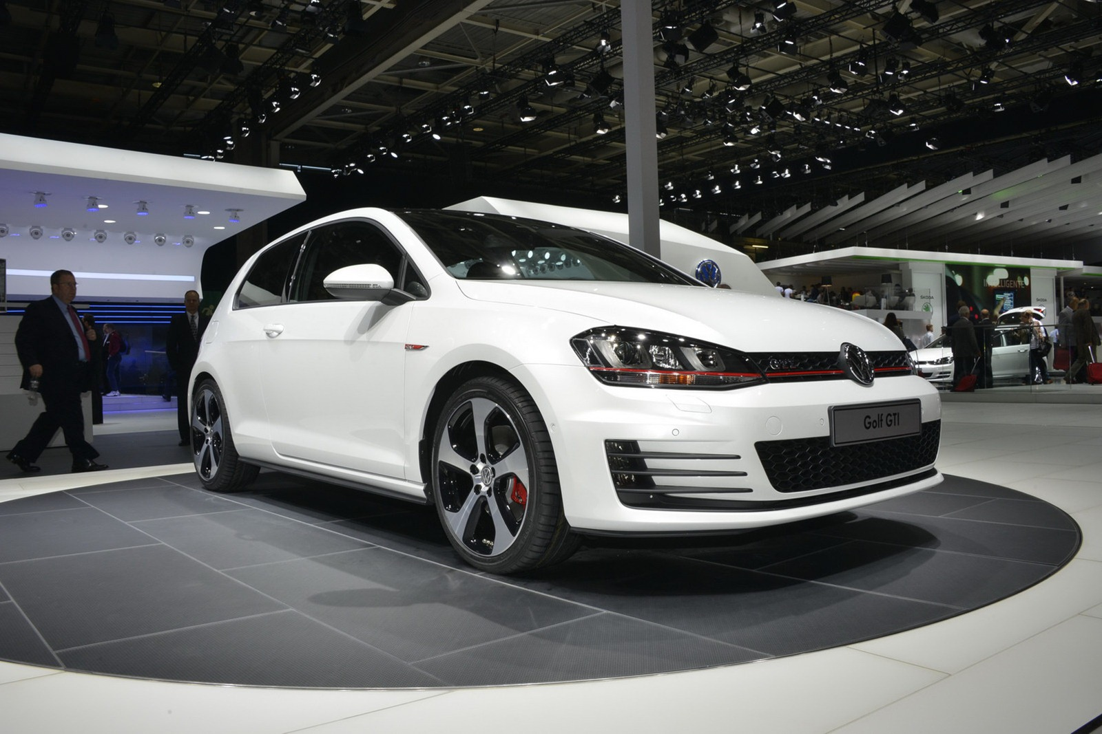 volkswagen golf gti 2013 tecnolog a lujo y potencia lista de carros. Black Bedroom Furniture Sets. Home Design Ideas