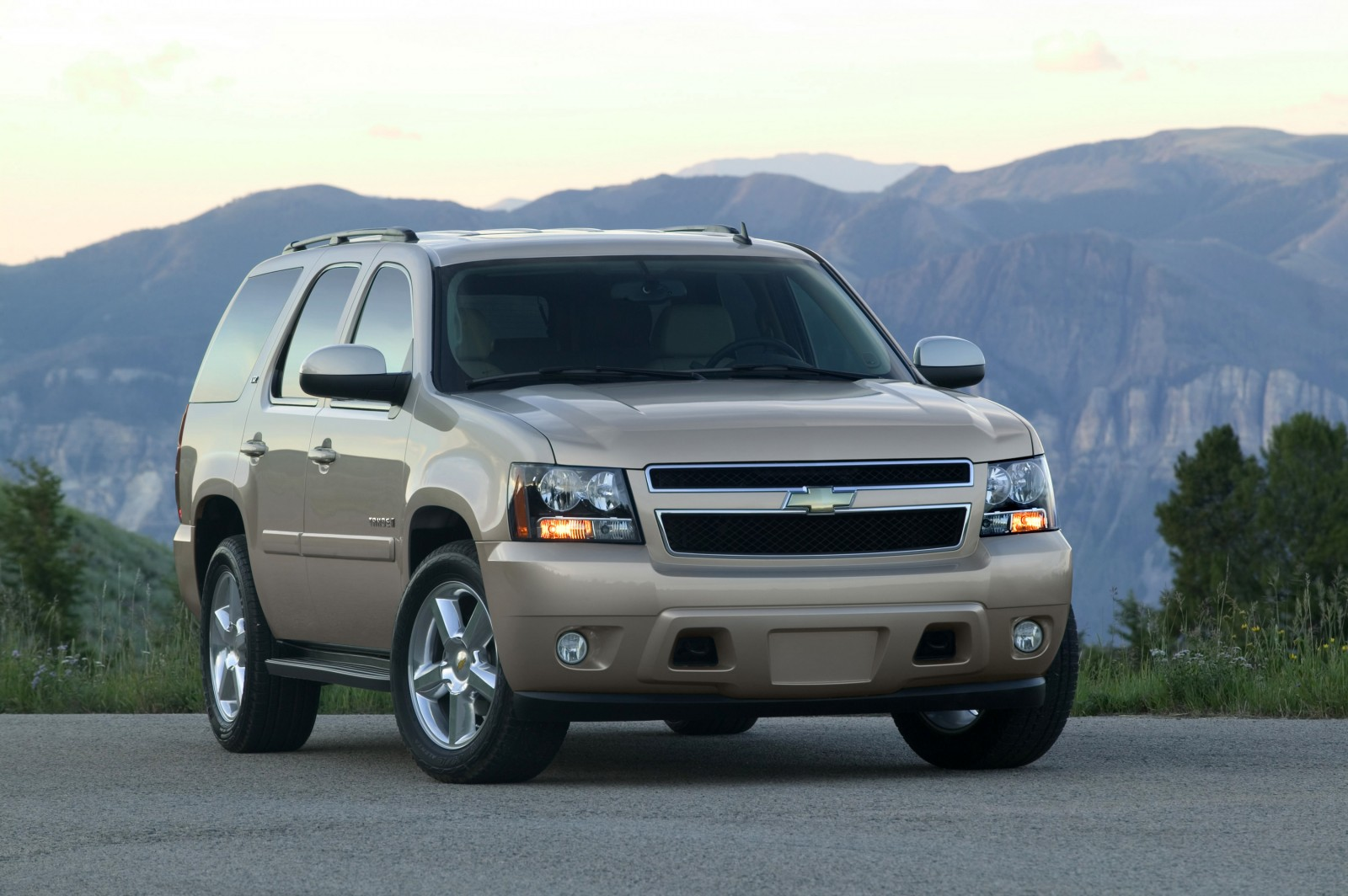 chevrolet tahoe 2013 una suv grande c moda y llamativa lista de carros. Black Bedroom Furniture Sets. Home Design Ideas
