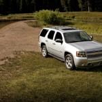 Chevrolet Tahoe 2013: Cuenta con un motor Vortec de 5.3 litros V8 con SFI que genera 320CV a 5.200rpm y un torque de 340lb-pie a 4.200rpm, asociado a una transmisión automática de seis velocidades con sobremarcha. Tiene un consumo de combustible de 15mpg (24.1kmpg) en ciudad y 21mpg (33.8kmpg) en carretera. Este motor presenta una aceleración de 0 a 60 millas (0 a 100kms) en aproximadamente 8,5 segundos.