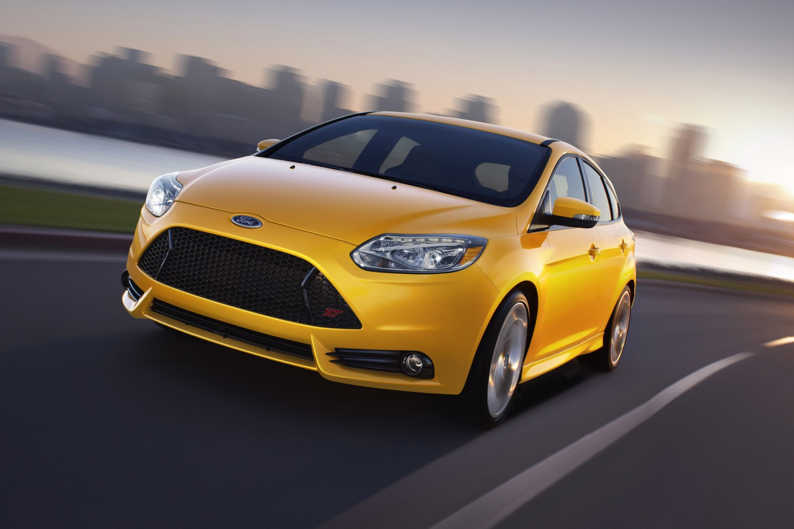 ford focus st 2013 el primer deportivo global de ford lista de carros. Black Bedroom Furniture Sets. Home Design Ideas