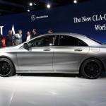 Mercedes Benz CLA 2013: También tendrá versión deportiva desarrollada por los especialistas de AMG. Dicha variante (que llegará en septiembre) responderá al nombre de CLA 45 AMG y con toda probabilidad estará impulsada por una evolución del motor de gasolina 2.0 de cuatro cilindros turboalimentado cuya potencia final rondará los 335CV. Habrá que esperar al menos hasta septiembre de 2013 para verlo rodar.