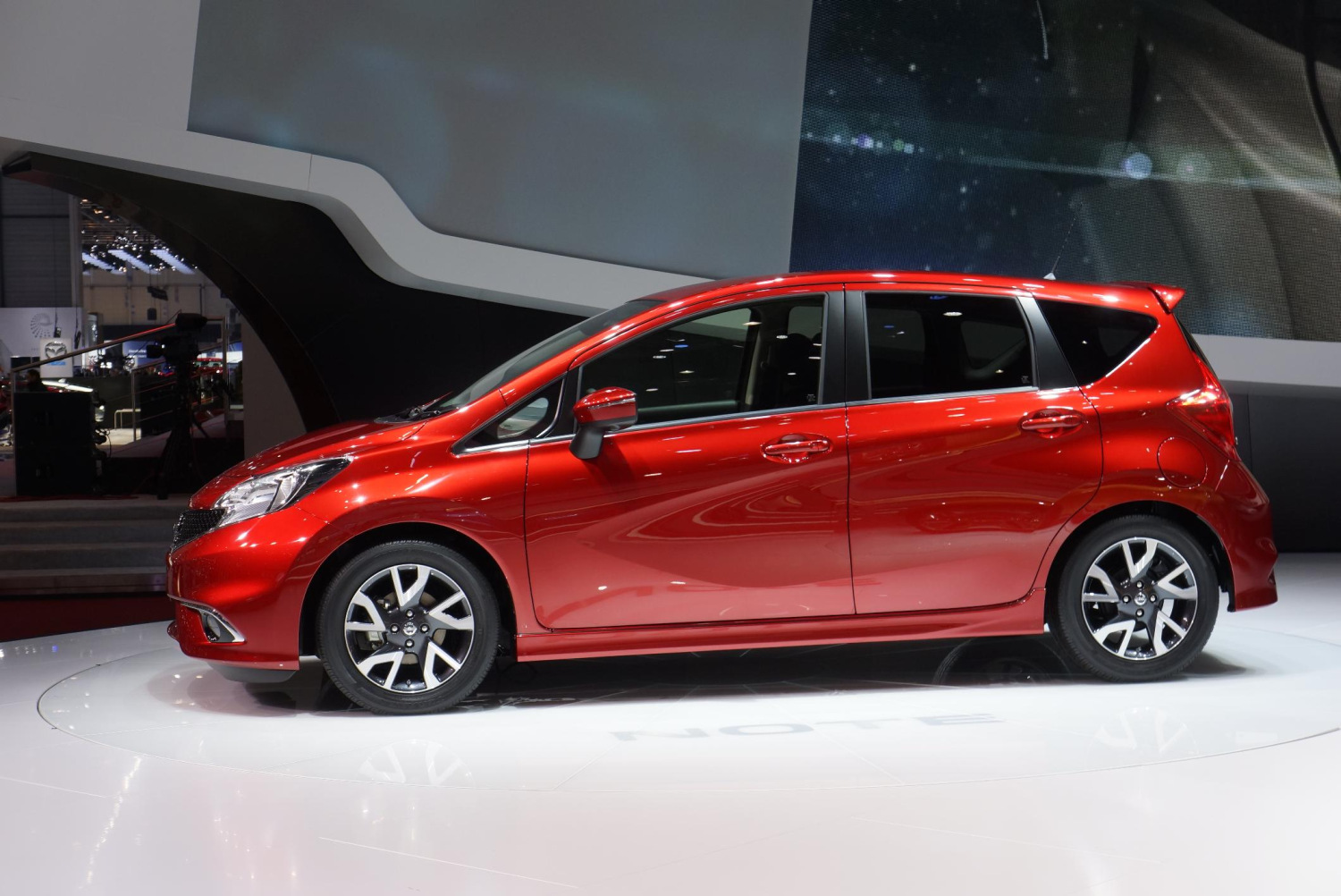 nuevo nissan note 2 lista de carros. Black Bedroom Furniture Sets. Home Design Ideas