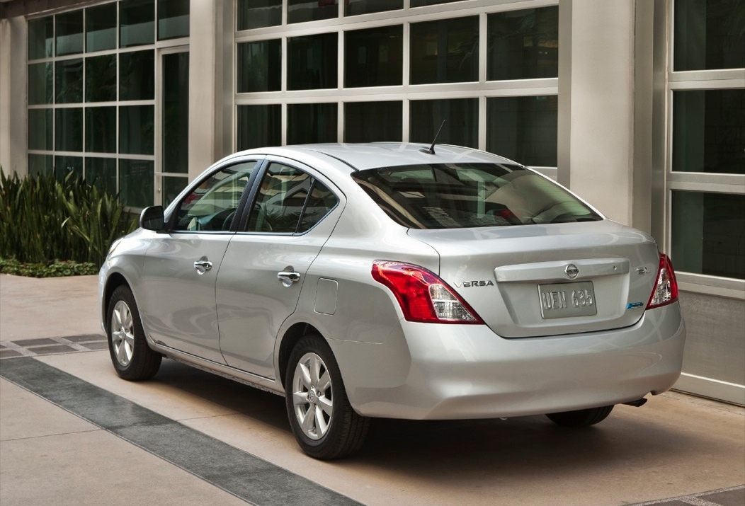 Nissan Versa Sedán 2013: potente y eficiente | Lista de Carros