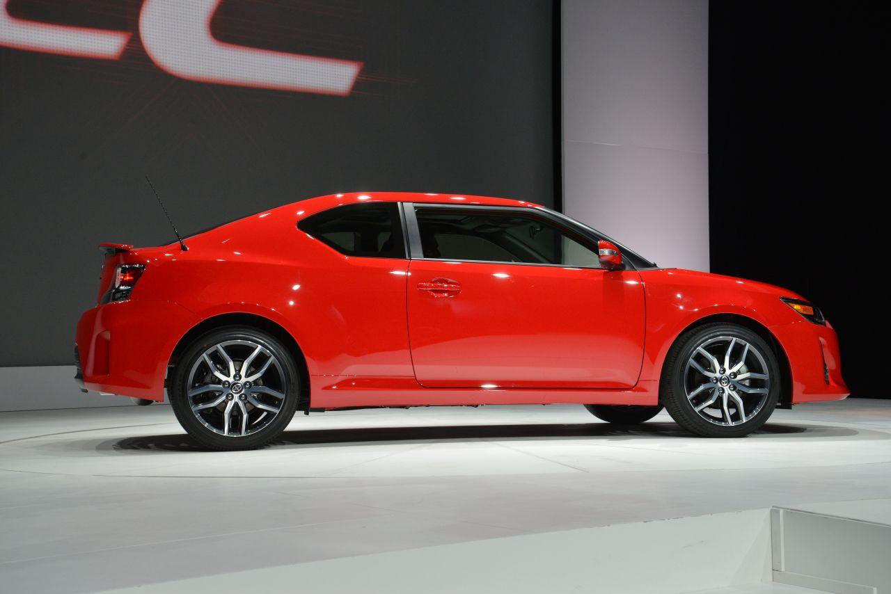 Scion Tc 2013: Tiene como rivales al Kia Koup, Honda Civic Coupe Si