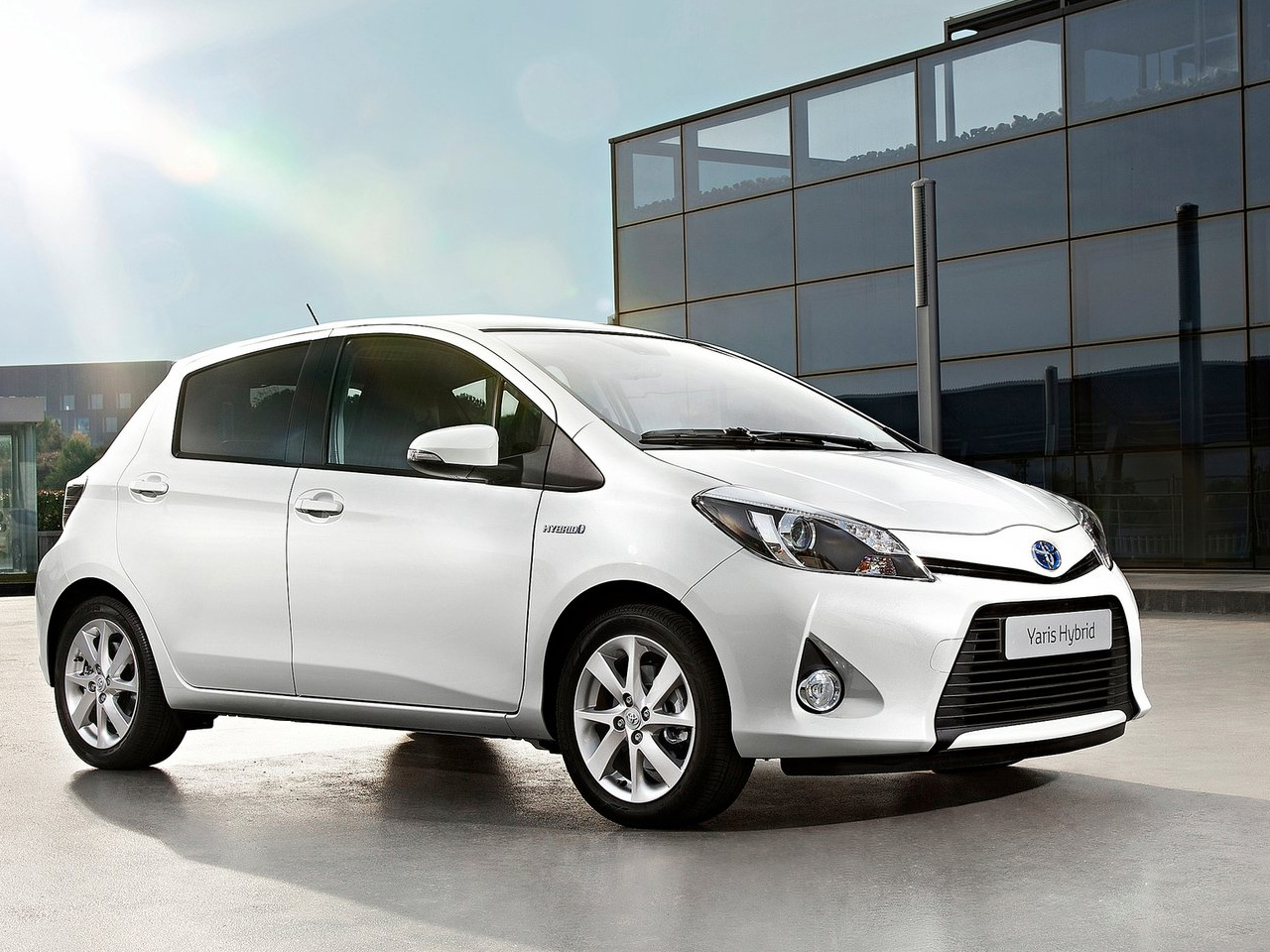 toyota yaris hybrid 2013 ahorro y comodidad lista de carros. Black Bedroom Furniture Sets. Home Design Ideas