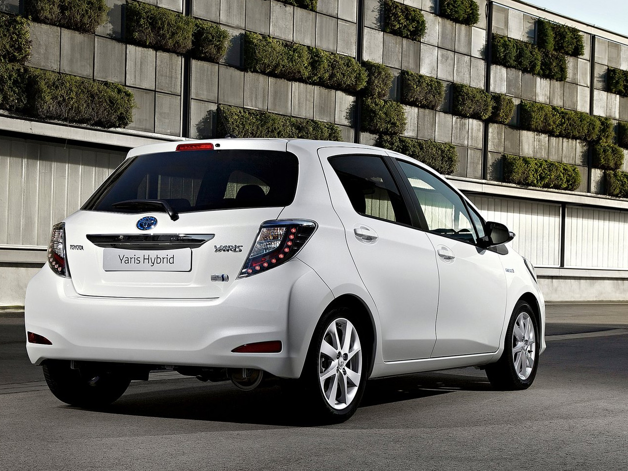 Toyota yaris hybrid 2013 ahorro y comodidad lista de carros for Interieur yaris hybride