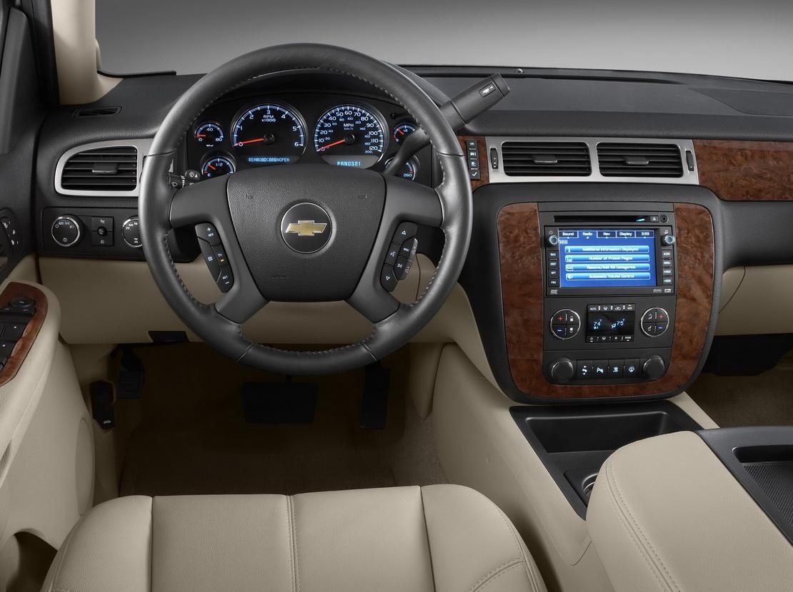 Chevrolet suburban 2013 prestaciones capacidades lujo y presencia lista de carros for Chevrolet suburban interior parts