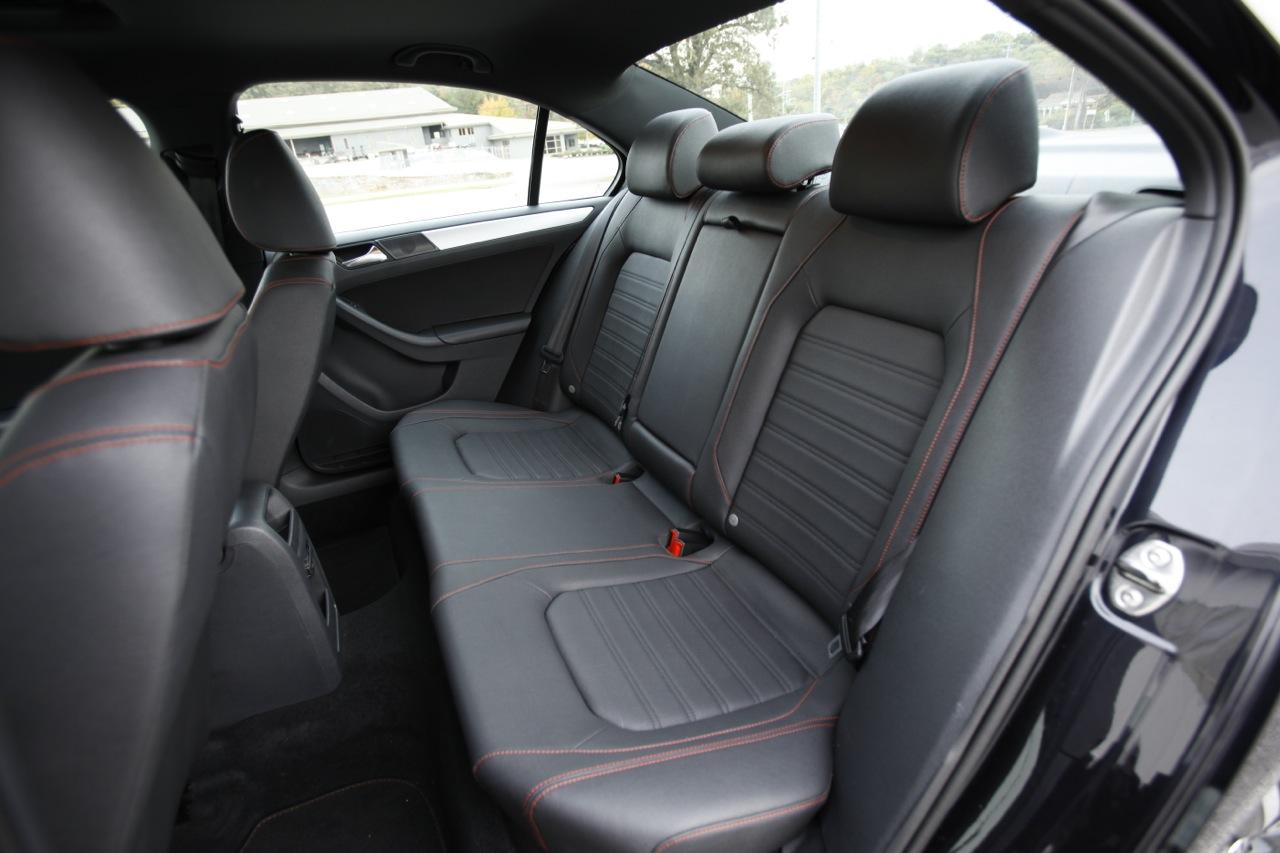 Volkswagen Jetta GLI 2013: deportivo, afinado y más lujoso.   Lista de Carros