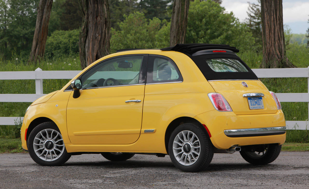 fiat 500 cabrio 2013 un convertible lujoso y hermoso lista de carros. Black Bedroom Furniture Sets. Home Design Ideas