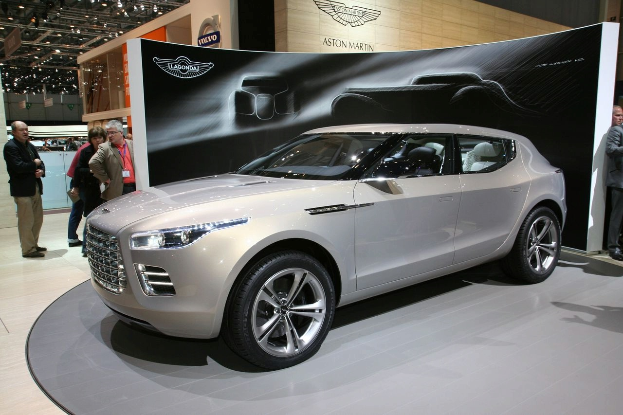 Aston Martin Lagonda Concept  Es un modelo que fue popular hace ya    Aston Martin Concept Red