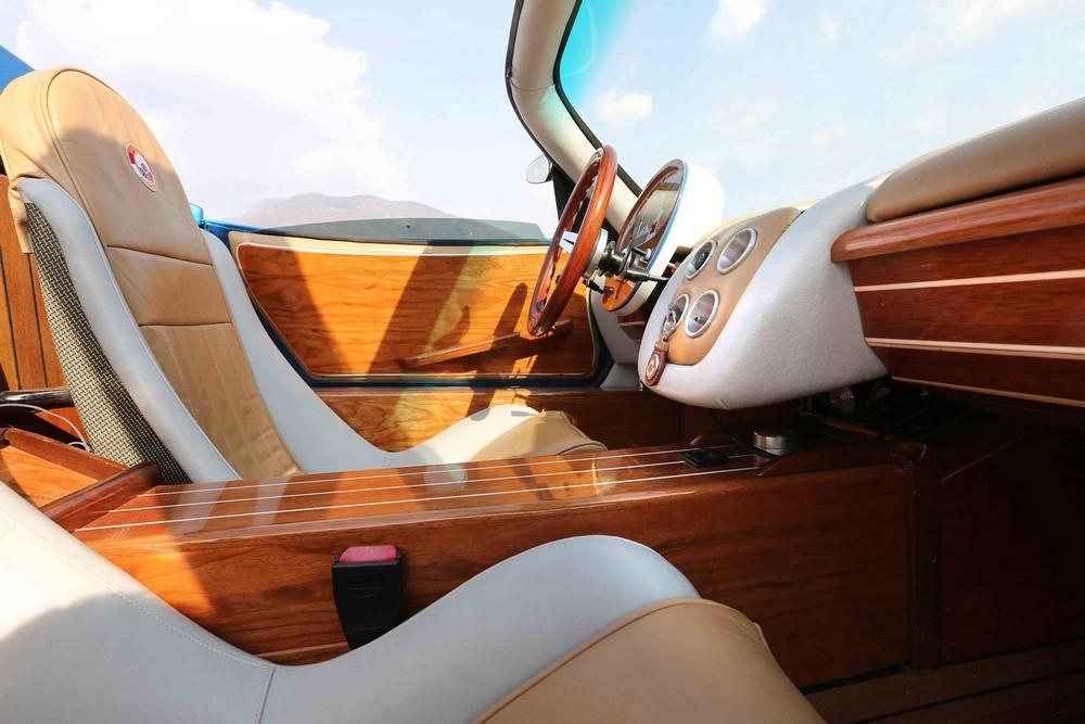 Montecarlo automobile rascasse para estar en plena for Interior yates de lujo