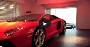 Mira como este Millonario estaciona su Carro en la sala de la Casa - Video