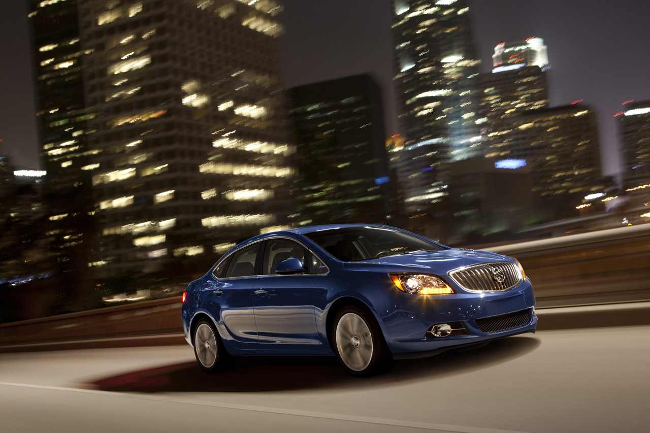 Buick Verano 2014: moderno y poderoso   Lista de Carros