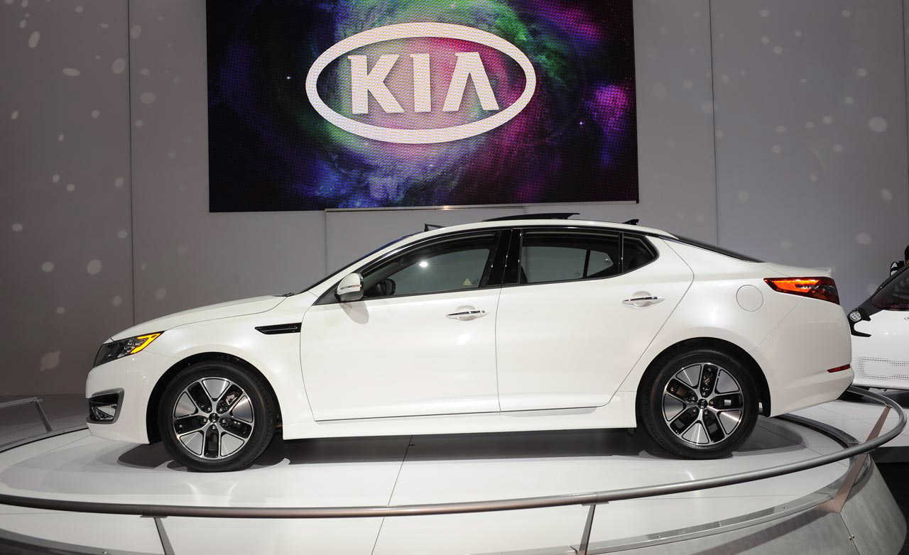 Kia Optima Hybrid 2014 Kia Optima Hybrid 2014 Tiene