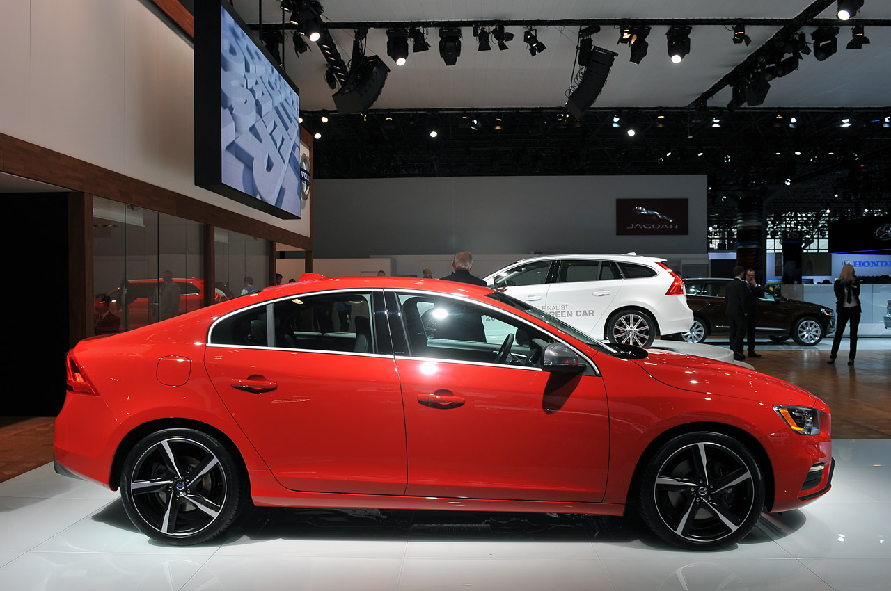 Volvo S60 2014: Para EEUU tiene estos precios y versiones (•T5: $32,400 USD). (•T5 AWD: $34,400 ...