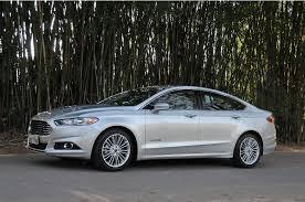 Ford Fusion Hybrid 2014: rendimiento, diseño y seguridad.