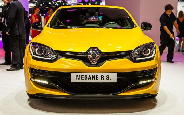 renault megane iii rs 2014 se ofrece con un poderoso motor de cuatro cilindros y 2 0 litros. Black Bedroom Furniture Sets. Home Design Ideas