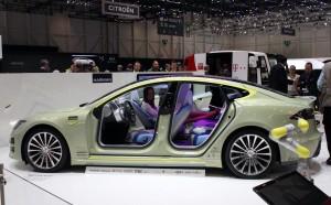 Salón de Ginebra 2014: Rinspeed XchangE, un carro muy futurista.